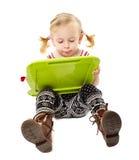 Dessin préscolaire de fille sur un conseil Photographie stock