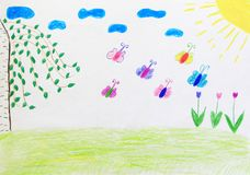 Dessin puéril de la clairière avec des fleurs arc-en-ciel et papillons Photo libre de droits