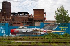Dessin sur le mur de l'usine de bâtiment de moteur de Perm photographie stock