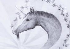 Dessinez la licorne et la belle fleur, aspiration originale de main illustration stock