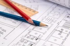 Dessins, crayon et règle d'électrotechnique Images stock
