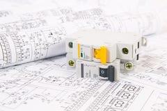Dessins d'électrotechnique et disjoncteur modulaire Image stock