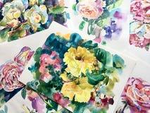 Dessins d'aquarelle des roses sur le papier Photos libres de droits