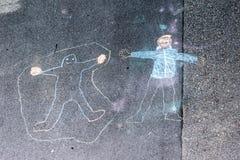 Dessins de craie sur la rue faite par les enfants en bas âge photo stock