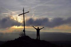 Dessus croisé de colline de coucher du soleil Images stock