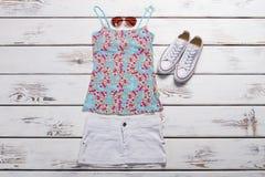 Dessus d'été et jupe de blanc Image libre de droits