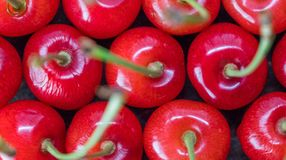 Dessus de Cherry Fruits On Wooden Table photo stock