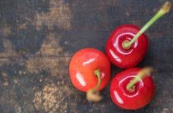 Dessus de Cherry Fruits On Wooden Table images libres de droits