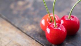 Dessus de Cherry Fruits On Wooden Table image libre de droits