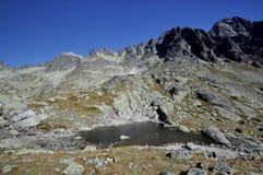 Dessus de hautes montagnes de Tatras en Slovaquie. Photo stock