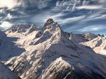 Dessus de l'intervalle de montagne de Caucase. Contre le Ba Image libre de droits