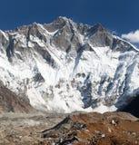 Dessus de Lhotse, visage du sud de roche - manière au camp de base d'Everest Photos stock