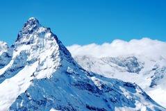 Dessus de montagne dans les montagnes de Dombai image libre de droits