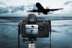 Dessus de photographie d'appareil-photo sur le coucher du soleil de mer Photographie stock