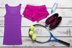 Dessus de réservoir avec des shorts de sport Photographie stock libre de droits