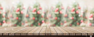 Dessus de table en bois rustique vide de planche avec Noël abstrait t de tache floue photos stock