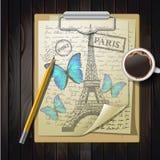 Dessus de Tableau avec esquisser le papier et le papillon Photo stock