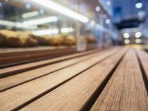 Dessus de Tableau avec l'étagère de boulangerie dans le supermarché Images libres de droits