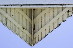 Dessus de toit blanc de grange Photos stock