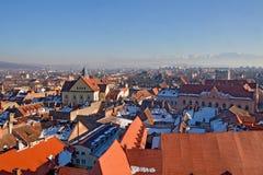 Dessus de toit d'hiver à Sibiu Photographie stock