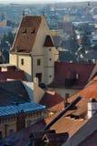 Dessus de toit d'hublots d'oeil à Sibiu photos stock