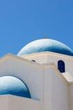 Dessus de toit d'une église orthodoxe bleue et blanche magnifique Photographie stock libre de droits