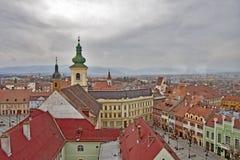 Dessus de toit dans la ville de Sibiu, Roumanie Photos stock