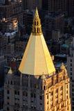 Dessus de toit de feuille d'or de renaissance gothique construisant Manhattan, New York photo stock