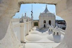 Dessus de toit de la cathédrale de Léon, un centre d'héritage de l'UNESCO au Nicaragua images libres de droits