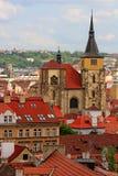 Dessus de toit de Prague Photo stock
