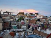 Dessus de toit de Santiago de Cuba photographie stock libre de droits