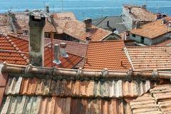 Dessus de toit de terre cuite Photographie stock libre de droits