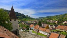 Dessus de toit de village de Beirtan, Roumanie Image stock