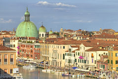 Dessus de toit et canal de Venise Photo libre de droits