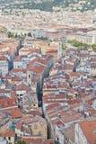 Dessus de toit et rues de Nice Photographie stock libre de droits