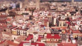 Dessus de toit de maisons de logement de Barcelone banque de vidéos