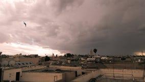 Dessus de toit orageux d'après-midi de Marrakech Image stock