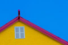 Dessus de toit rouge et jaune Photographie stock libre de droits