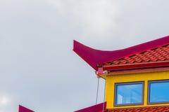Dessus de toit rouge et jaune Images stock