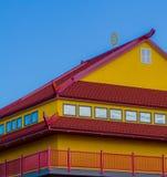 Dessus de toit rouge et jaune Images libres de droits
