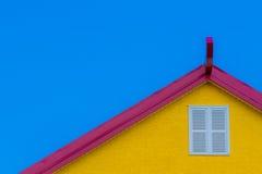 Dessus de toit rouge et jaune Photos stock