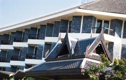 Dessus de toit traditionnel de pagoda à Pattaya, Thaïlande images stock