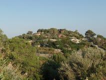 Dessus de toit typiques dans les collines sardes photos stock