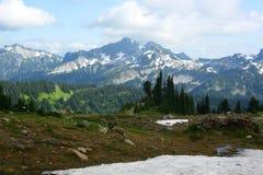 Dessus des montagnes du mont Rainier Photos stock