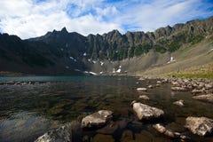 Dessus des montagnes en regain photos libres de droits