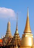 Dessus des temples bouddhistes à Bangkok, Thaïlande Image libre de droits