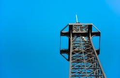 Dessus en acier de tour de télécommunication Image stock