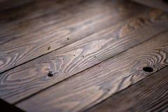 Dessus en bois foncé de conseil ou de table à l'atelier images libres de droits