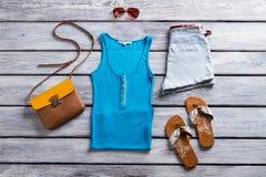 Dessus et shorts de réservoir bleus Photos libres de droits
