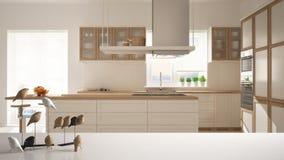 Dessus ou étagère de table blanc avec l'ornement minimalistic d'oiseau, knick de birdie - talent au-dessus de la cuisine en bois  photographie stock